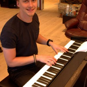 Simon Hultin piano instructor