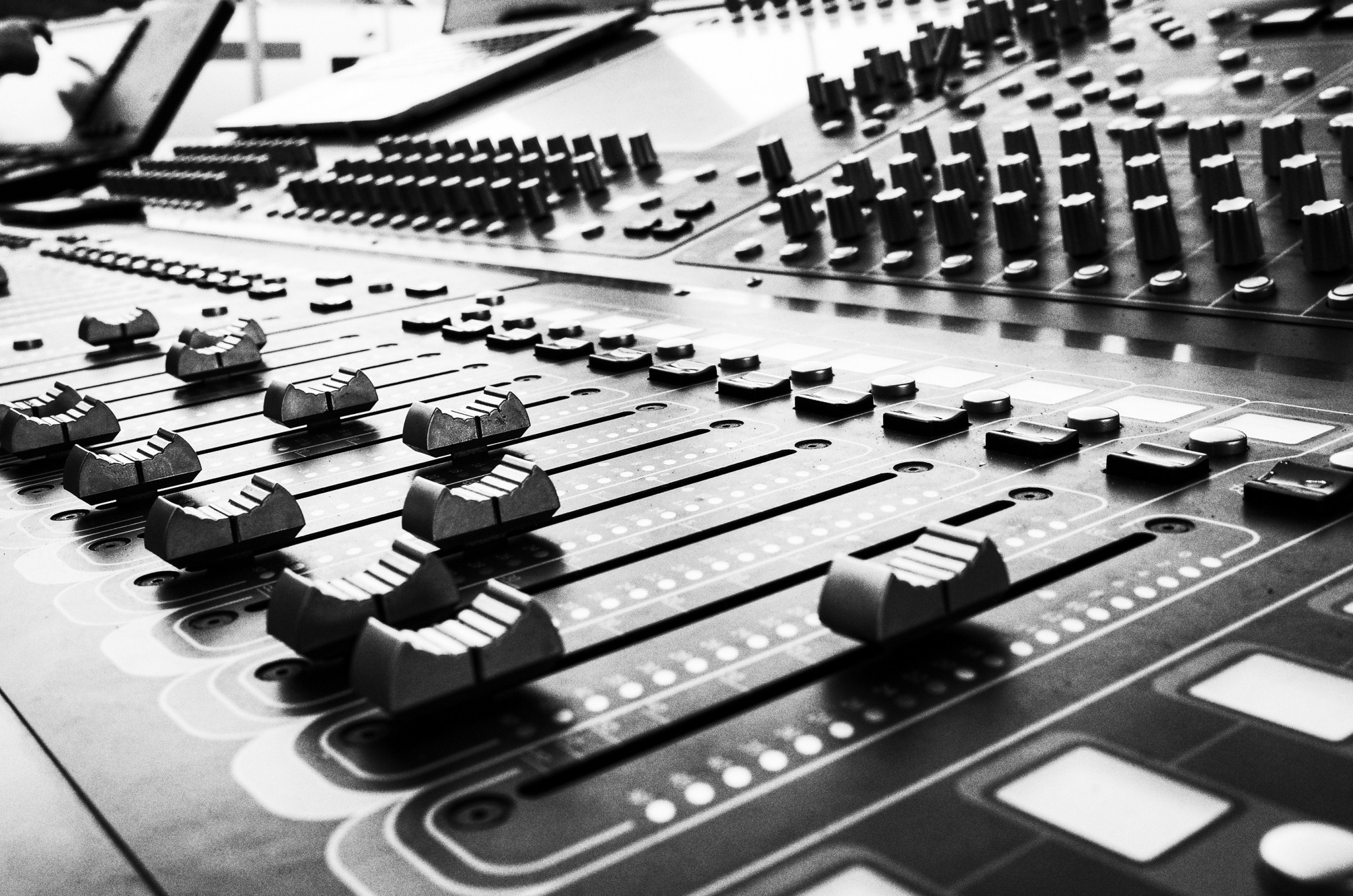 close up on audio mixer musikstudio